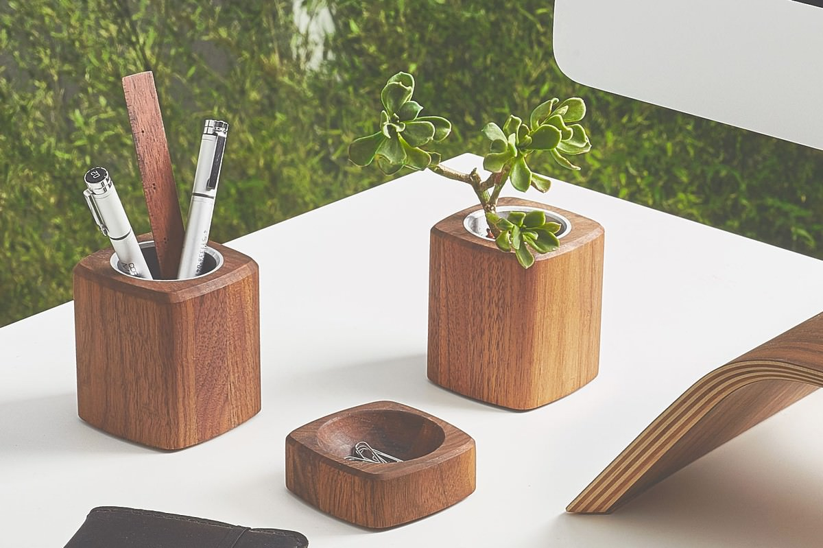 grovemade-walnut-desk-collection-planter-galb-E2_1_1200x1200_90