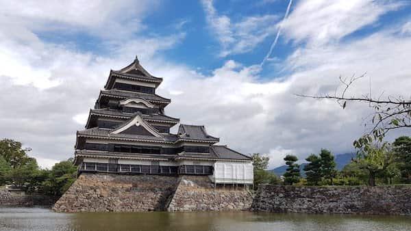 朝の松本城 (Matsumoto Castle, Matsumoto trip part3), akihikogoto.com